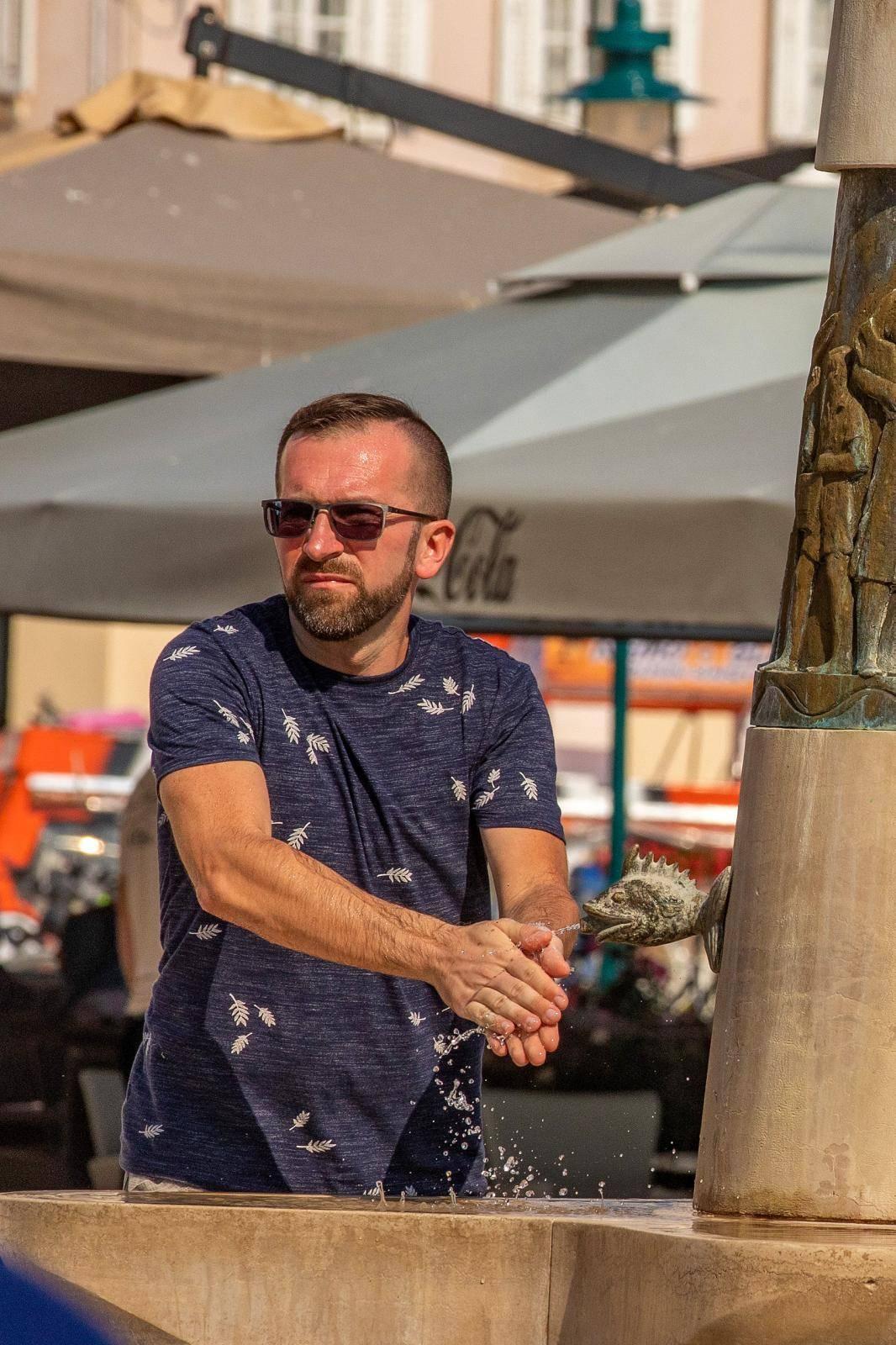 Rovinj: Fontana Dječaka s ribom omiljeno je mjesto za osvjeziti se