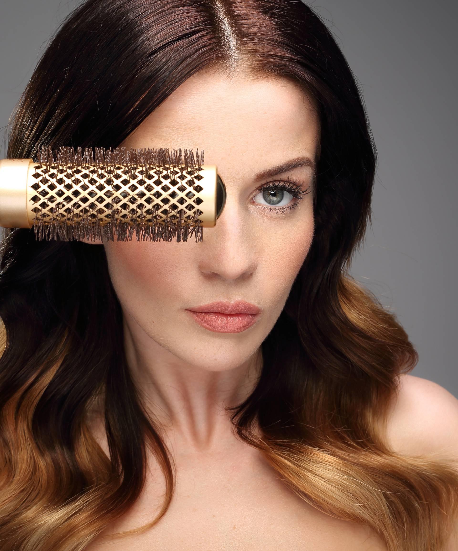 Oprez! Ako krivo koristite četku mogli bi si trajno oštetiti kosu