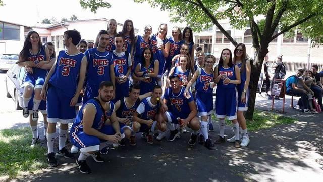 Cijeli razred medicinske škole u Brodu odjenuo Draženov dres