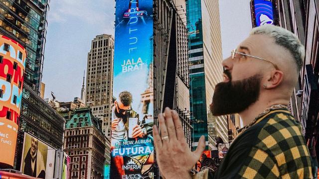 Jala Brat osvanuo na Times Squareu: 'Ne prestajte sanjati'