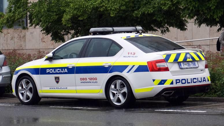 Vozilo puno migranata bježalo slovenskoj policiji, sletjeli s ceste, prevrnuli se i zabili u zid