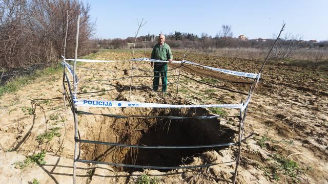 Otvorila se rupa promjera tri metra kod Zadra: 'Išao sam na njivu orati i zaprepastio se'