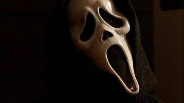 Osvojio je milijune, a  po novac došao s maskom iz horor filma!