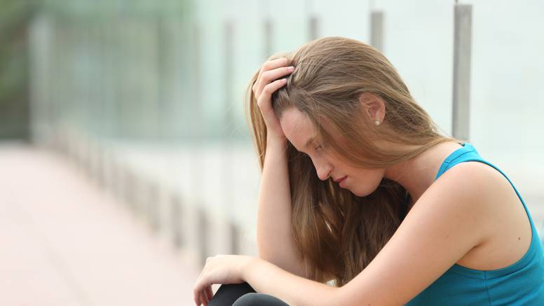 Društvena bol: Potaknuti je mogu i izoliranost od ljudi, manjak druženja i događaja
