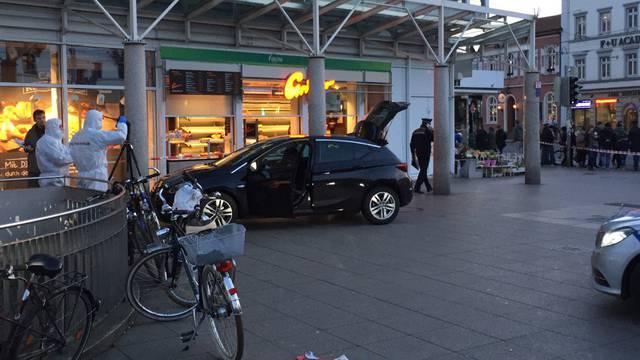 Nijemac (35) se zaletio u ljude: Starac (73) preminuo u bolnici