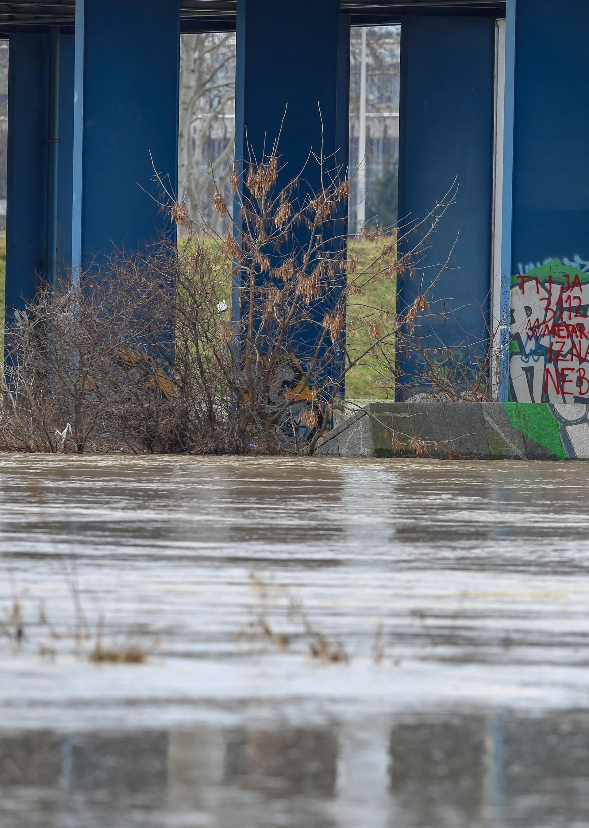 Zagreb: Sava se izlila iz korita