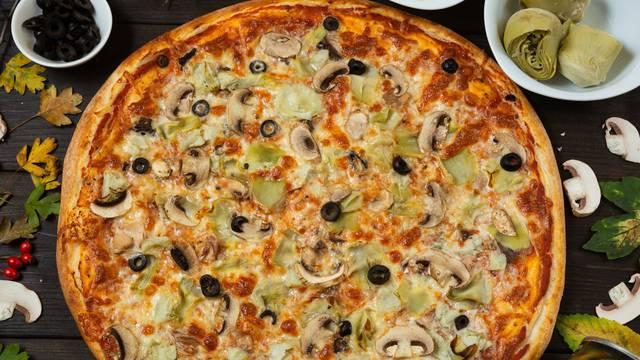 Pizza s artičokama i gljivama
