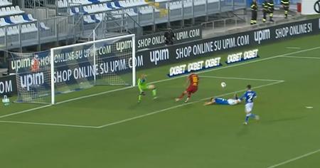 Kalinić je briljantno prevario golmana i  dokrajčio Bresciju...