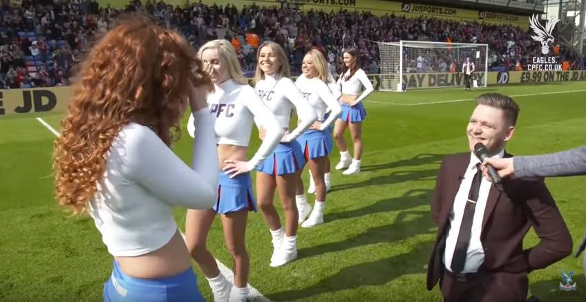Zaprosio cheerleadericu pred cijelim stadionom, rekla je - da