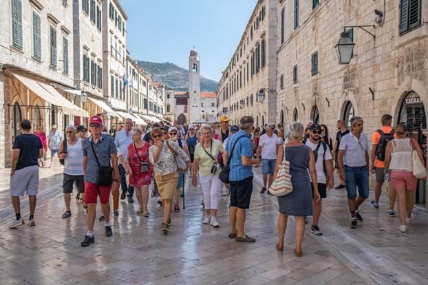 Broj turista u Dubrovniku još se uvijek ne smanjuje