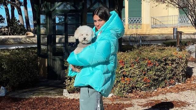 Topla pufasta jakna inspirirana dizajnom i bojom vedrog neba