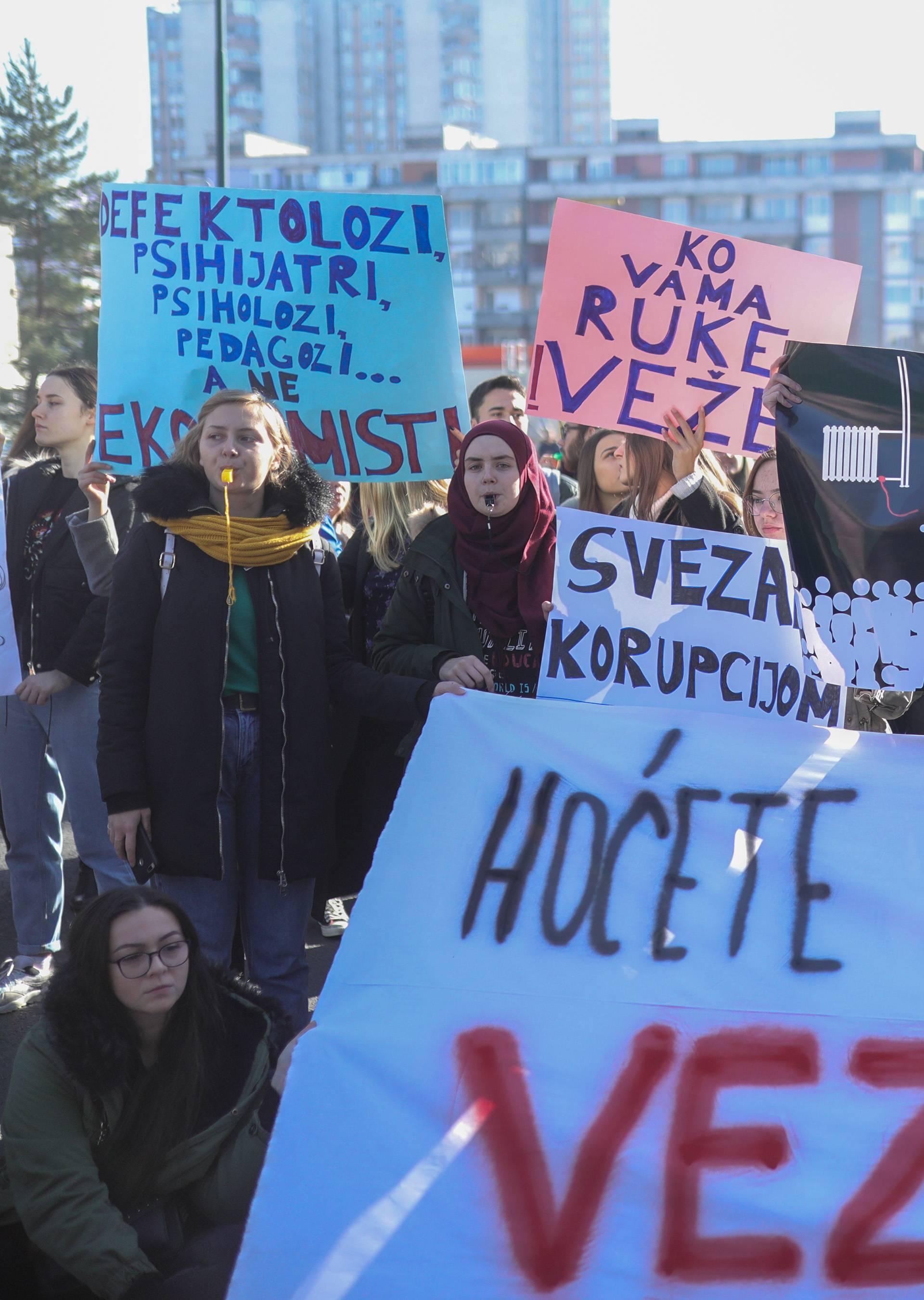 Sarajlije prosvjedovali i poručili vladi: 'Hoćete li i nas vezati?'