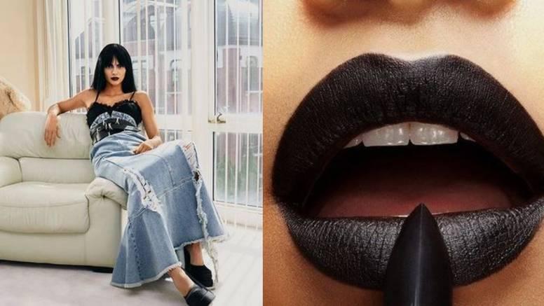 Najavljuje jesenski hit: Kendall Jenner isfurala crni ruž za usne