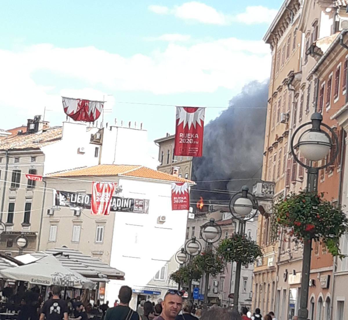 Požar u Rijeci: Zapalio se stan