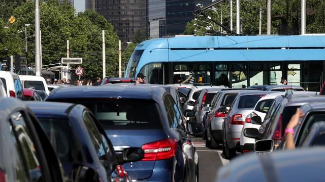 Počele gužve: Prometni kolaps u Zagrebu, vozi se u kolonama