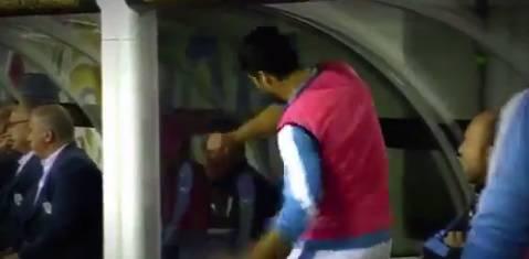 Urugvaj je ispao iz natjecanja, Luis Suarez divljao na klupi...
