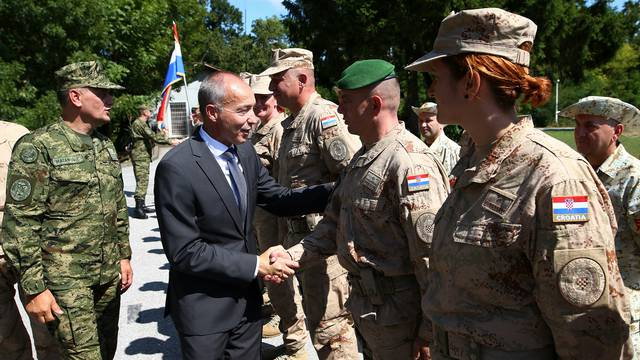 Pas, pet vojnikinja i 91 vojnik otišli su u misiju u Afganistan