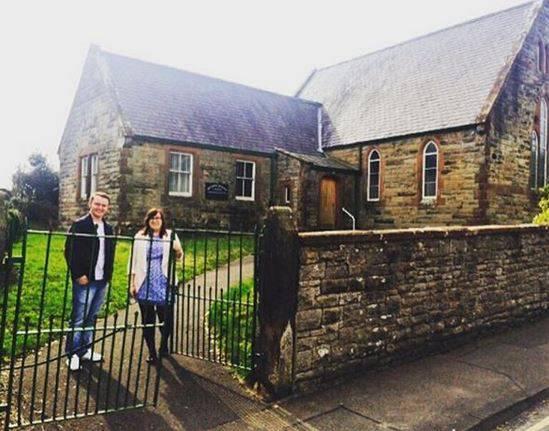 Kupili su staru crkvu i pretvorili je u prekrasan obiteljski dom