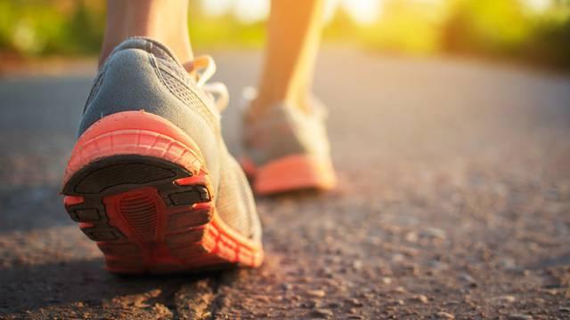 Hodanje na istom mjestu može imati isti učinak kao i hodanje po vani - kalorije se isto gube