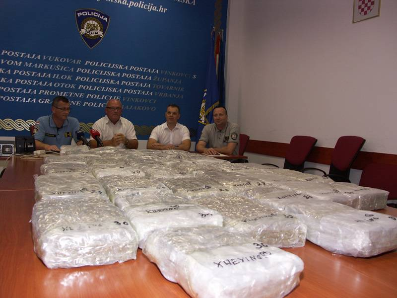'Pao' na Bajakovu: U krov auta sakrio 38 kilograma marihuane