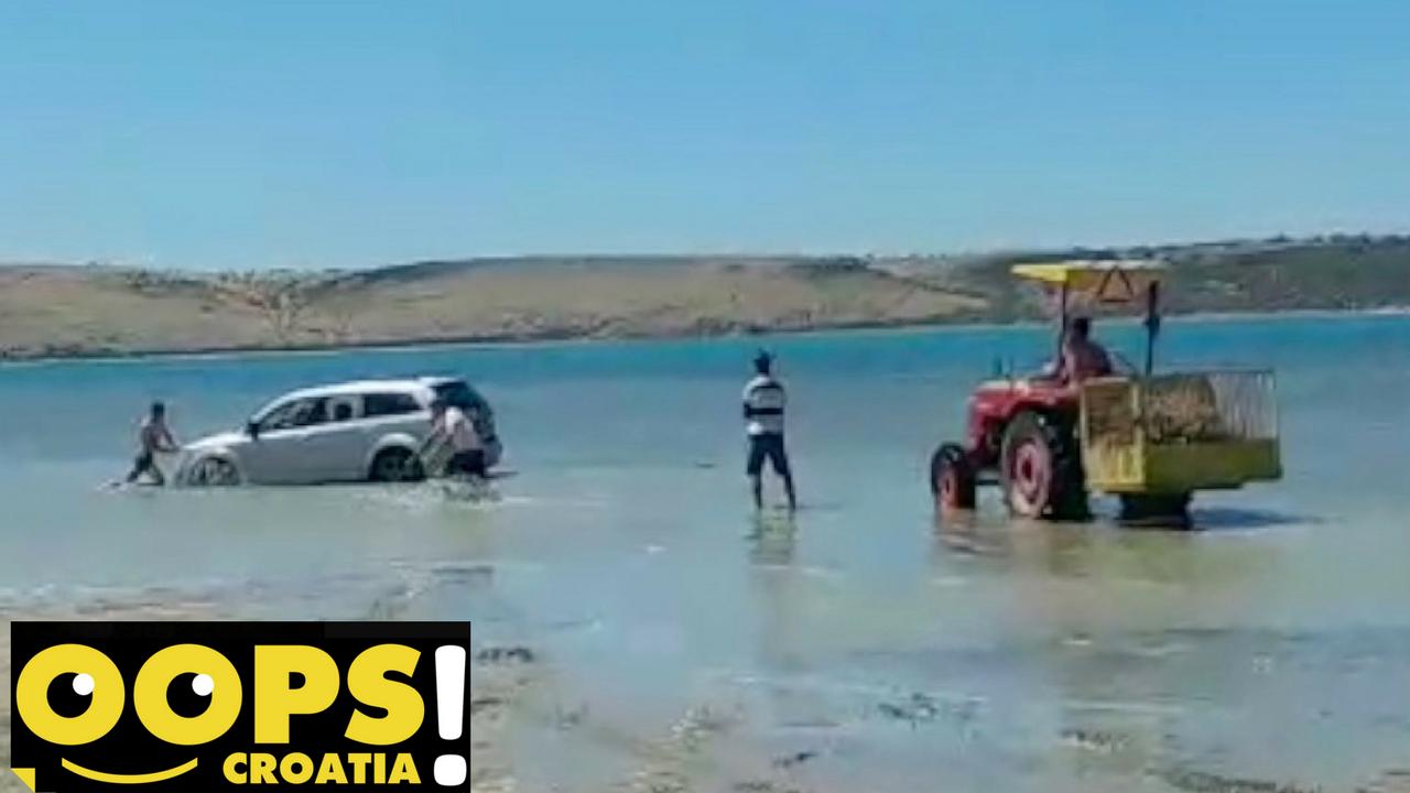 Driftanje pošlo po zlu: Traktor izvlačio BMW i Audi iz mulja