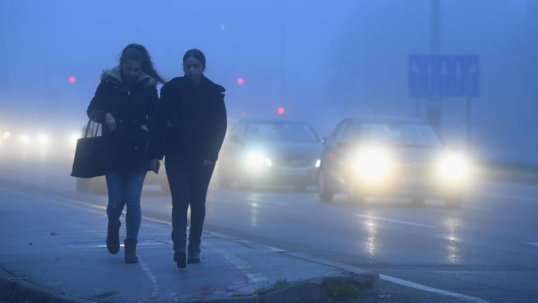 'Zrak je loš, djeca ne bi trebala biti vani, a škole ih i dalje vode'