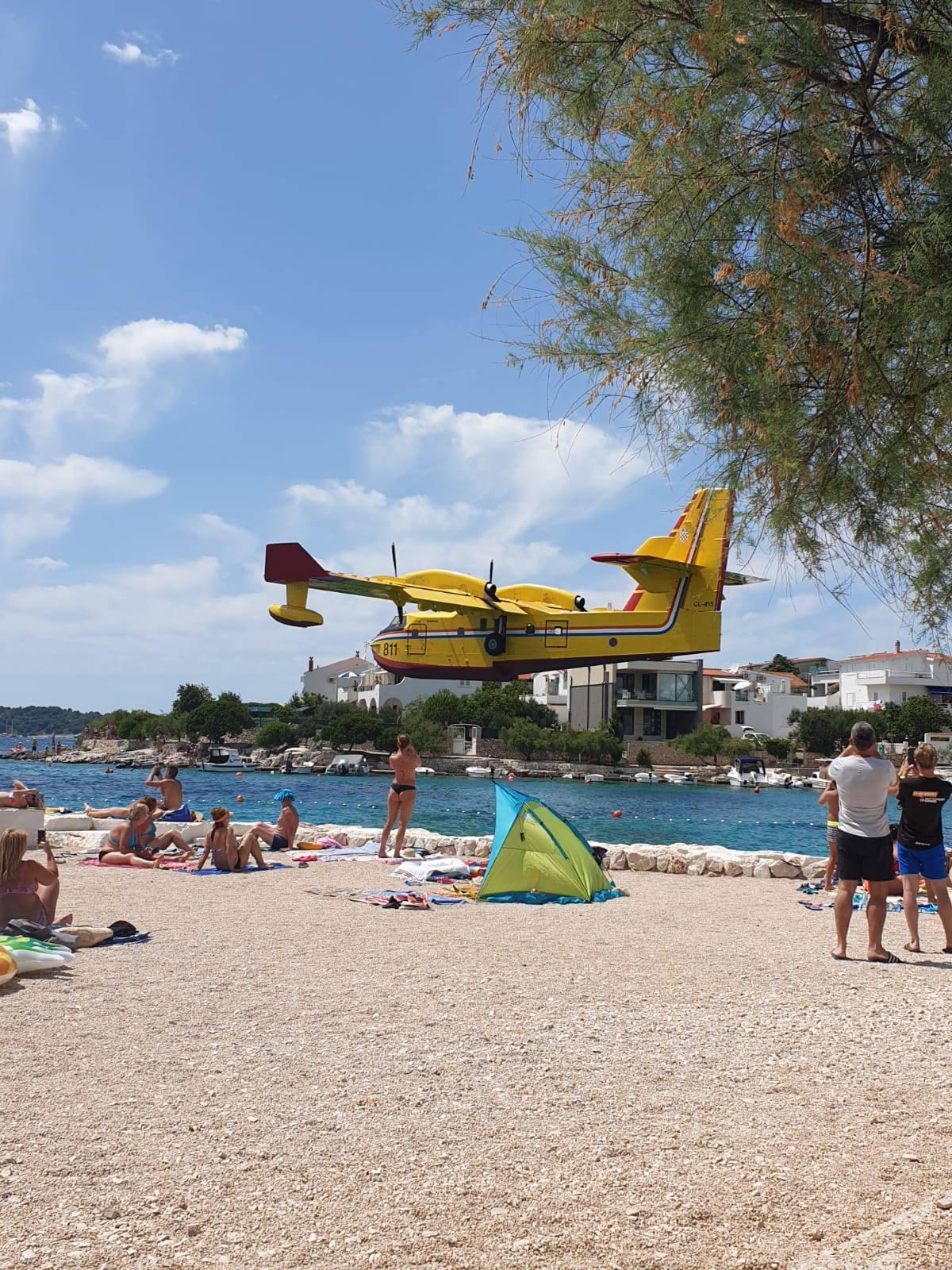 Kanader u niskom letu: 'Svi na plaži su skočili kad je prošao...'