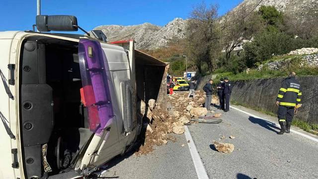 Kod Dubrovnika se prevrnuo kamion, morali zatvoriti cestu