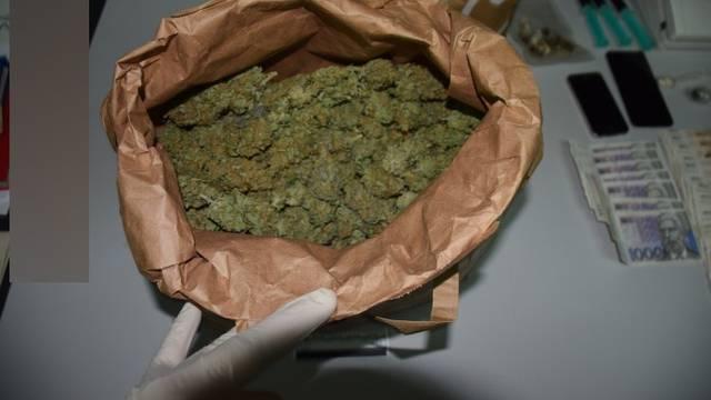 Dileru našli 84 grama heroina, drugom u stanu 2,7 kg trave