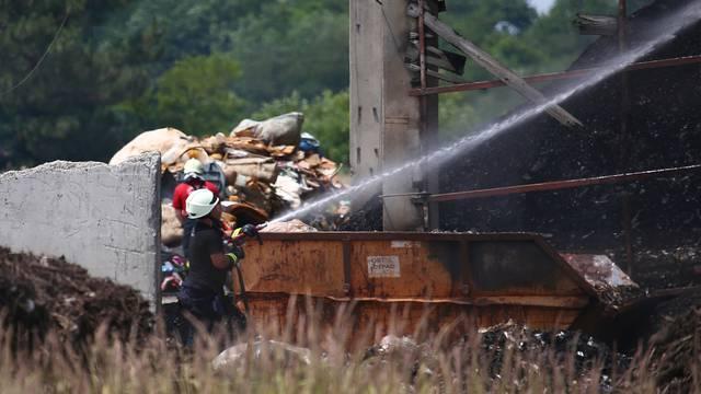 Vatrogasci brzo reagirali: Vatru u tvrtki za otpad odmah ugasili
