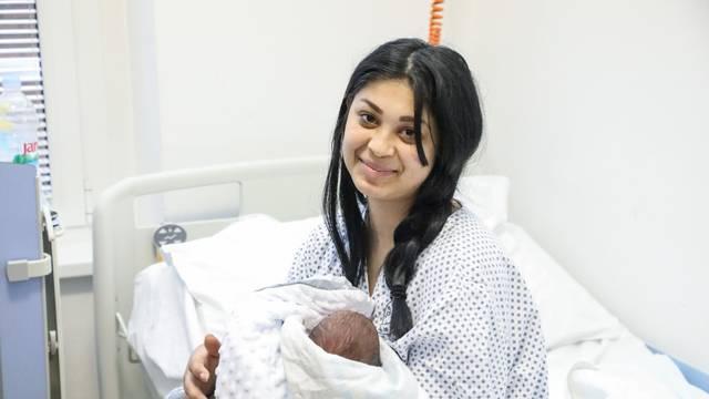 Prva beba rođena u Hrvatskoj u 2021. godini je mali Daris iz Petrinje