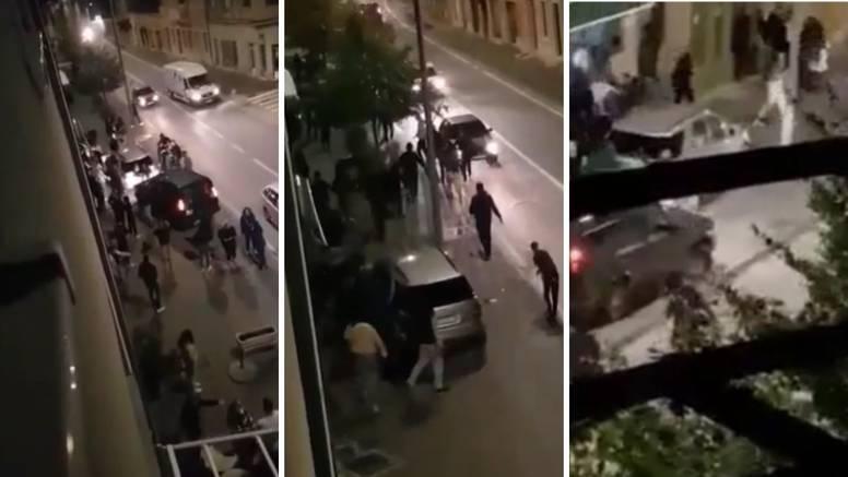 VIDEO Neredi u Kninu, potuklo se 30-ak ljudi: 'Bilo je gadno, srećom pa je policija brzo došla'
