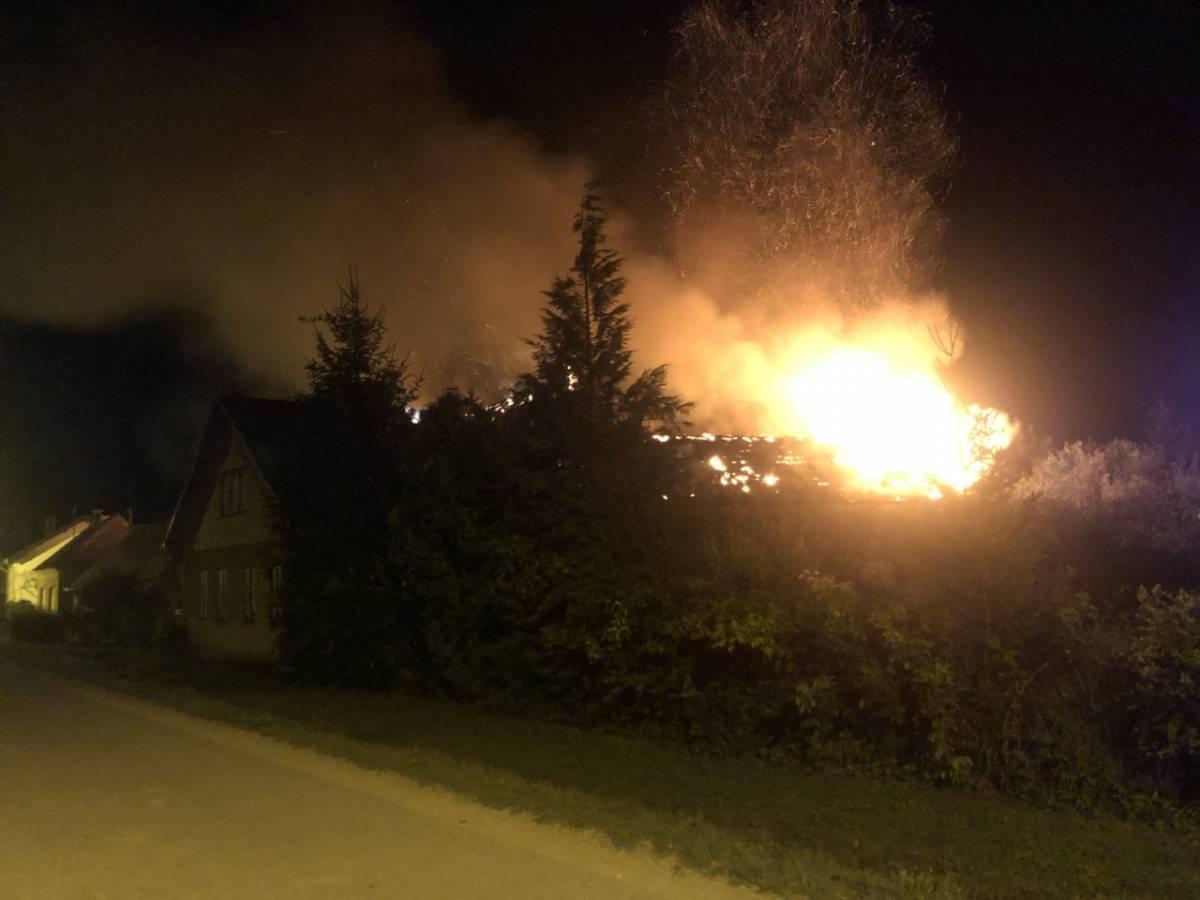 U večernjim satima gorjela kuća