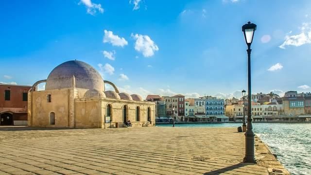 Vlasnica plakala: Turisti vratili  7000 eura koje su našli na ulici