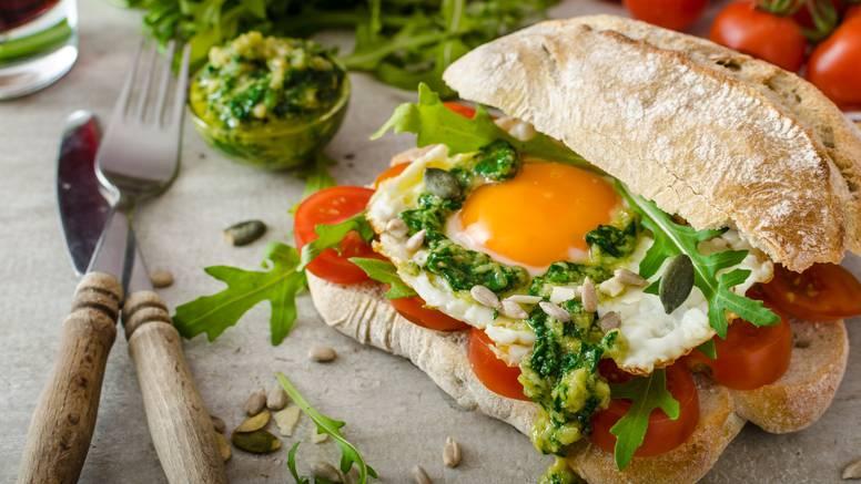 Prefin recept gotov je za tren: Jaja na oko pečena na pestu