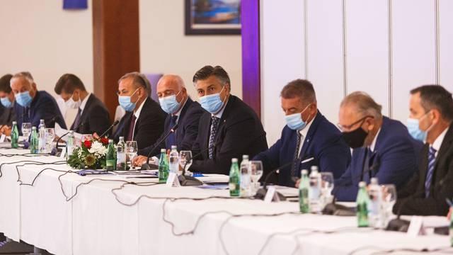 Gospić: 8. sastanak Vlade RH sa županima, predstavnicima Udruge gradova i Udruge općina