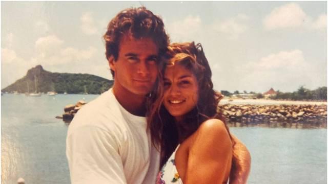 Crawford je raznježila fanove: Objavila fotku staru 22 godine