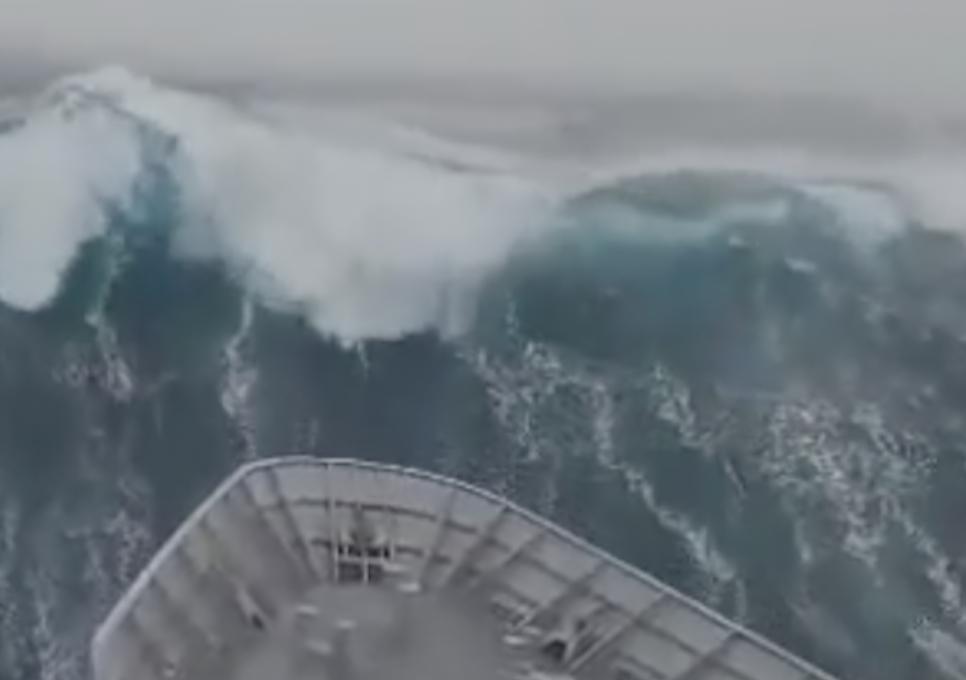 Čudovišni val od 23,8 metara:  'To je kao zgrada od 8 katova!'