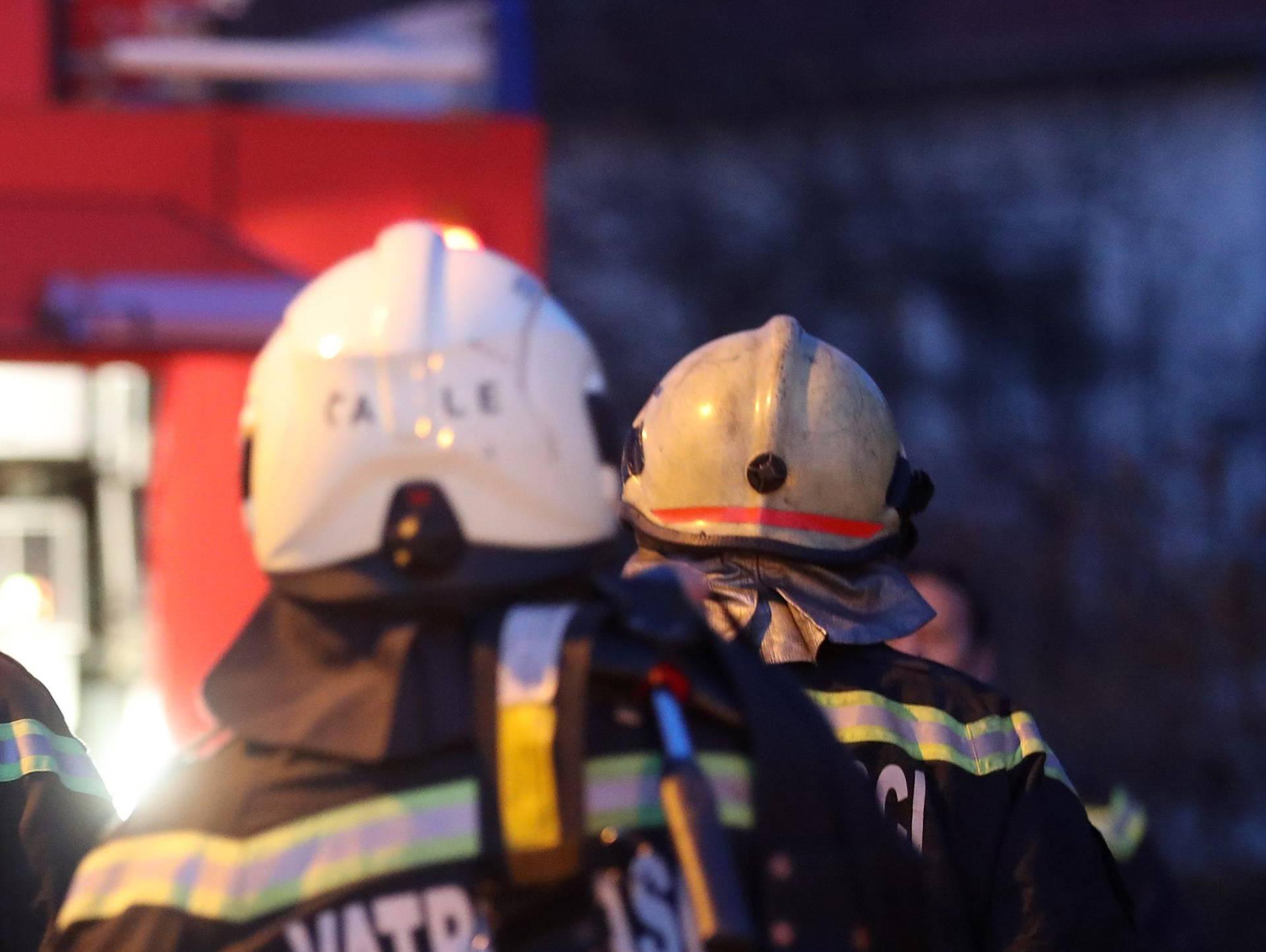 Izbio požar u kući na Ugljanu, majku i dijete spasio je susjed