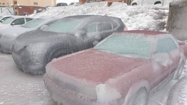 Snježna oluja pogodila Rusiju, sve je zaleđeno, nema grijanja