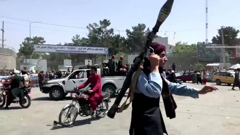 Vojska u Afganistanu moćna  je bila - ali samo na papiru. Brzina osvajanja iznenadila je talibane