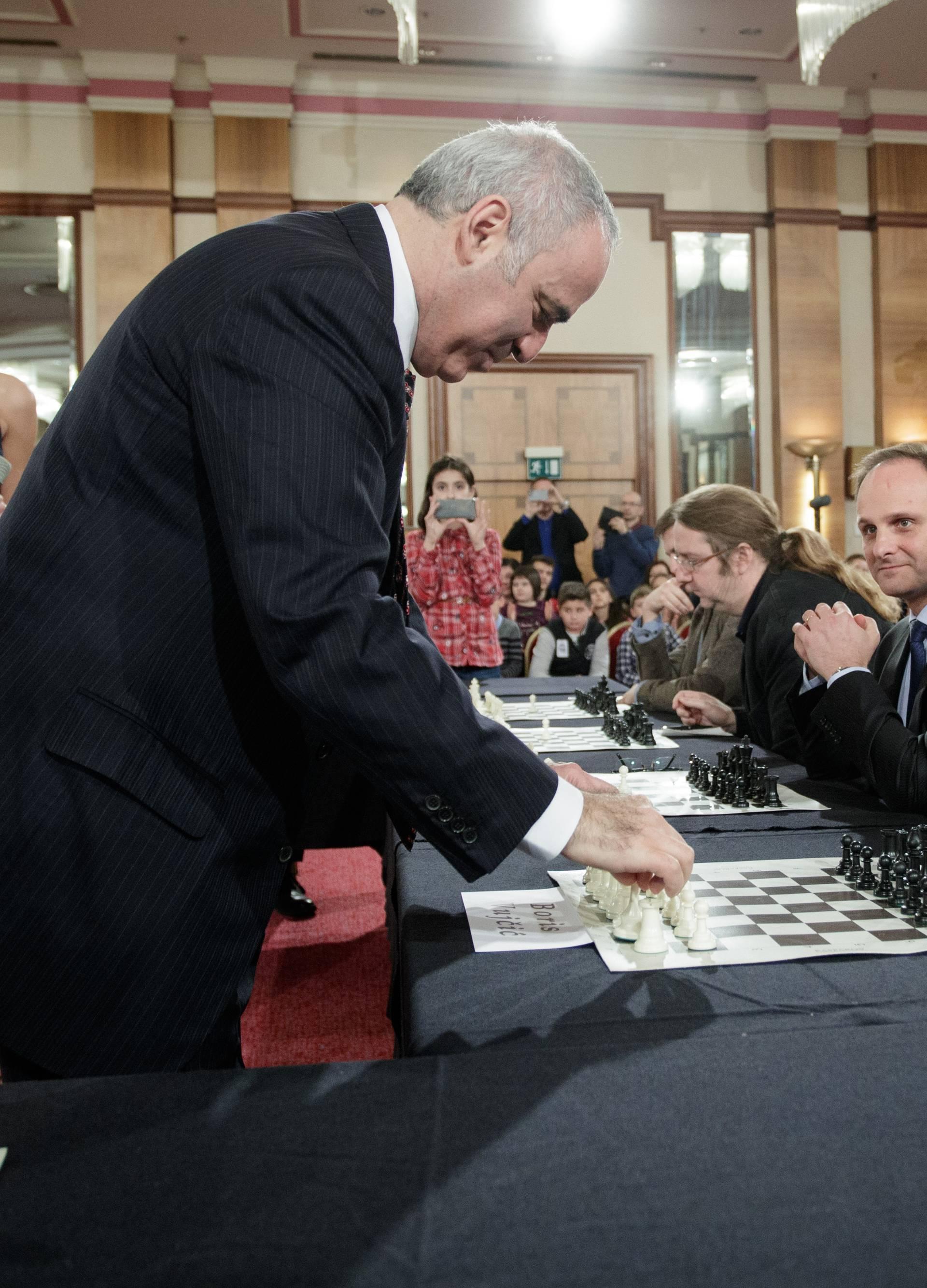 Ćiro, Šeks i Martin pokušali se suprotstaviti Gariju Kasparovu