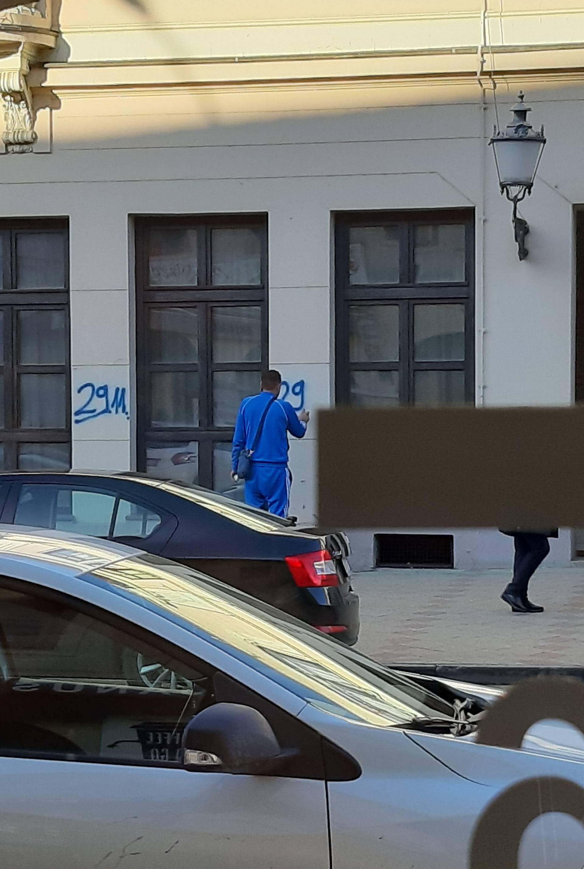 Ispisivao je datum 29. 11. na zgrade policije i poglavarstva