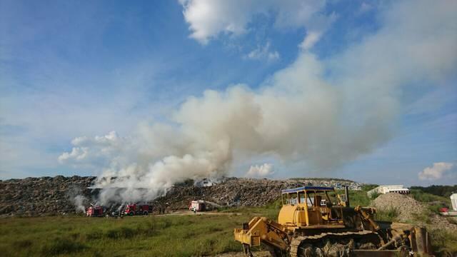 Nema opasnosti za ljude: Pod kontrolom požar na odlagalištu pod kontrolom