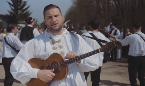 Bosutski bećari predstavljaju svoj novi spot 'Priča o Jeli'