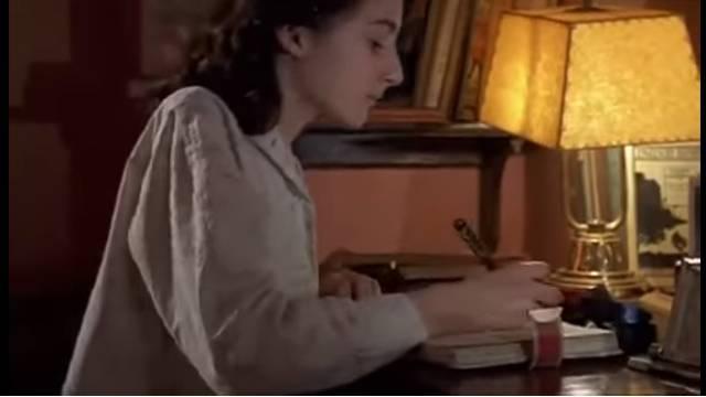 Pokrenuta je peticija da u škole vrate 'Dnevnik Ane Frank'