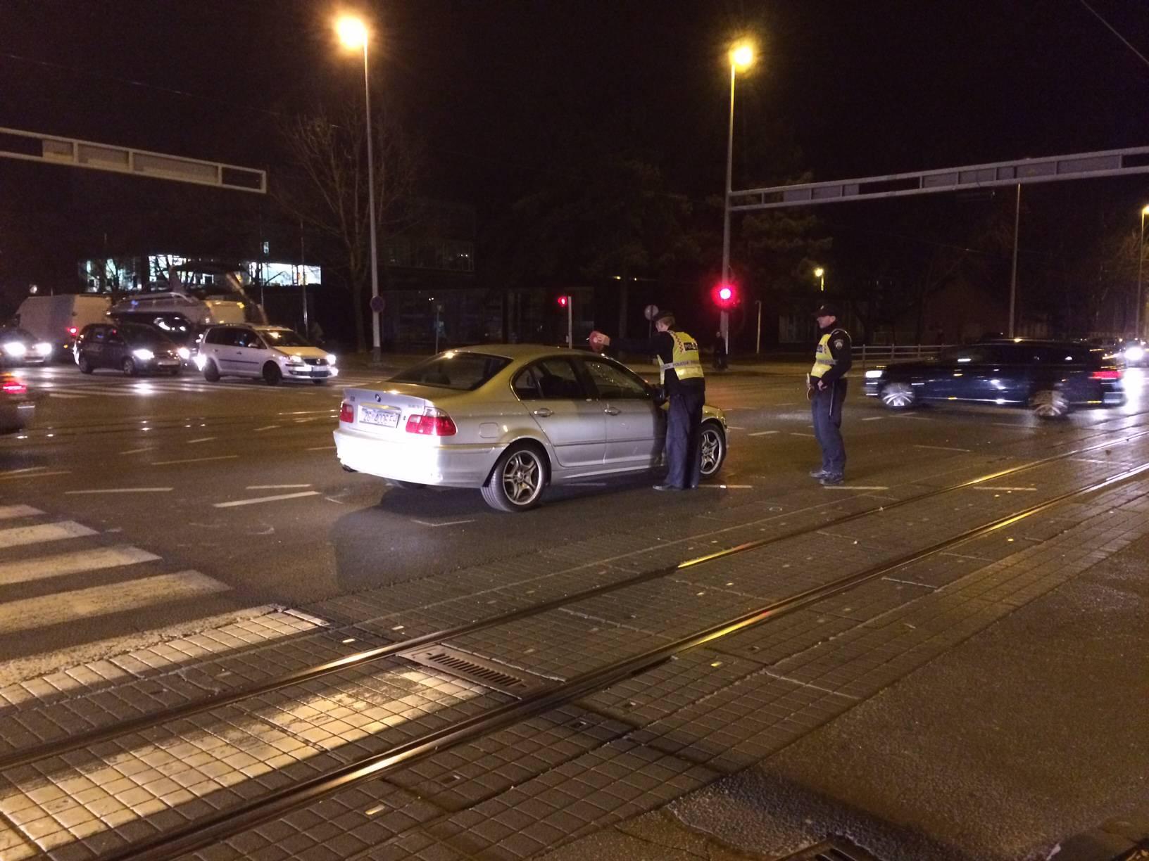 """Auto naletio na pješaka koji je prelazio """"zebru"""" na crveno"""