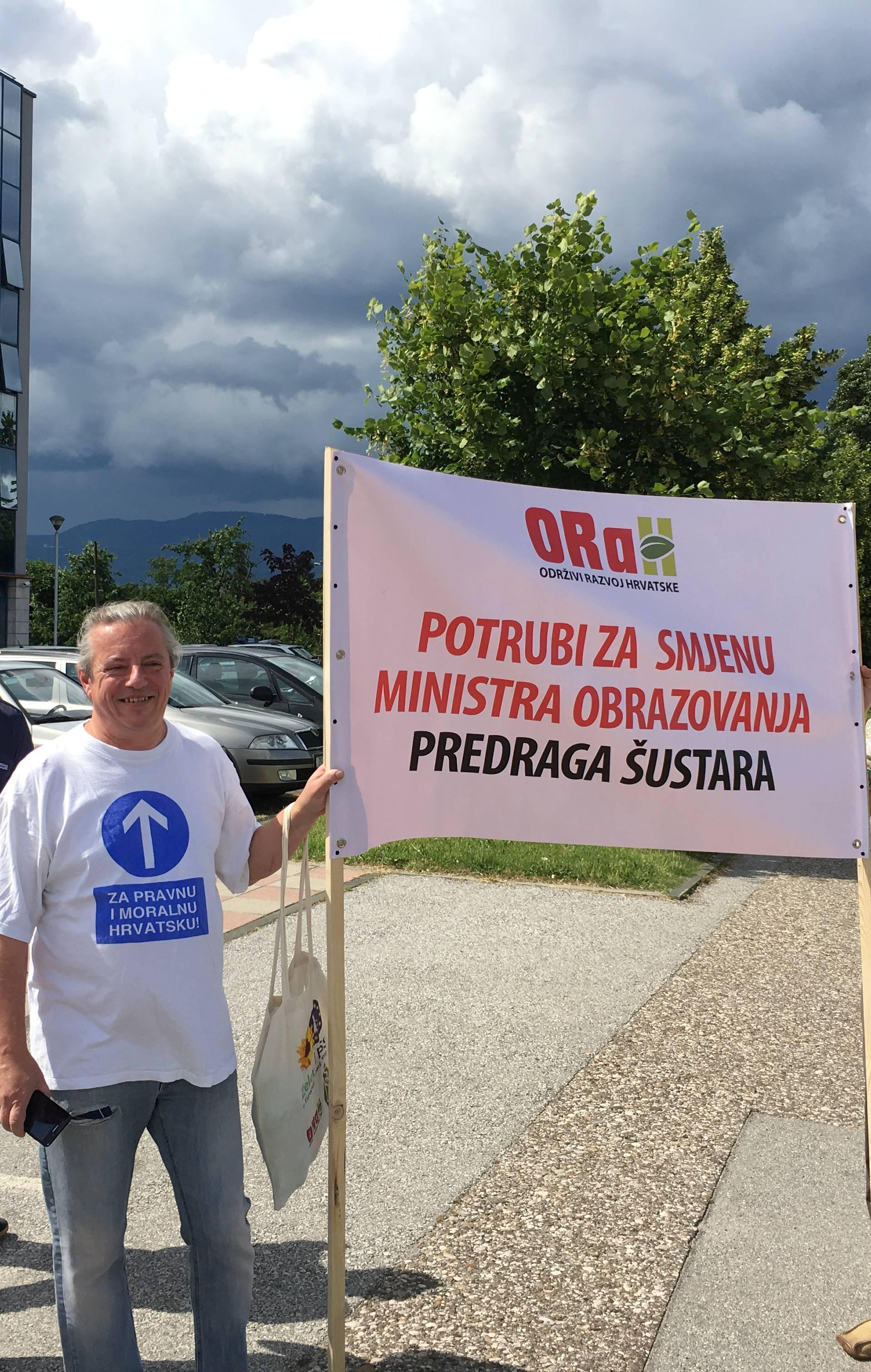 ORaH mirno prosvjedovao i zatražio Šustarovu  ostavku