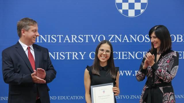 Najmaturantica Iva: Ponosna sam na nagradu Marin Soljačić