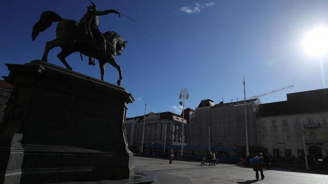 Zagreb: Sunčani trenutak na glavnom gradskom trgu